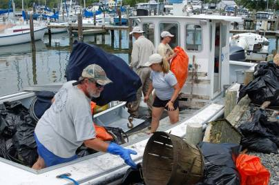 Chesapeake Bay Foundation and Crown Pointe Marina Perrin Clean-Up