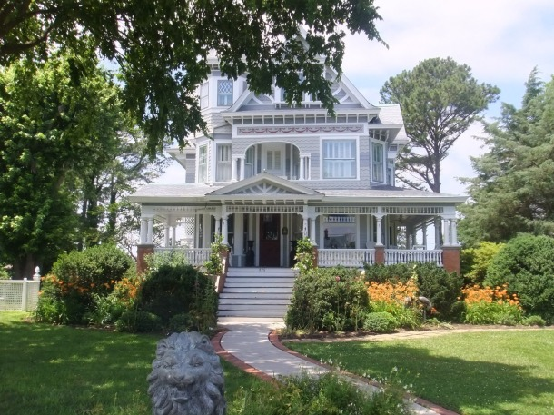 Reedville, Virginia. Mansions in Reedville hearken back to a time when wealthy ship's captains anchored in the historic town. (Photo courtesy LoopingAgain.Blogspot.com)